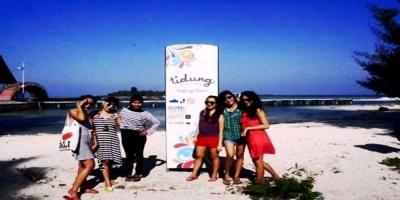 Gaya foto wisatawan saat ke pulau tidung