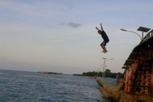 lompat jemabatan cinta pulau tidung